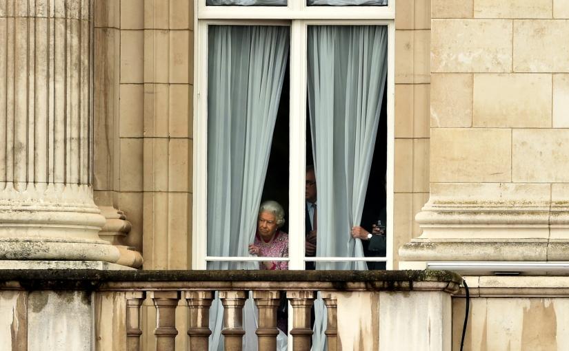 Queen Elizabeth II ordnet Einwegplastik-Bann aus dem Buckingham Palacean