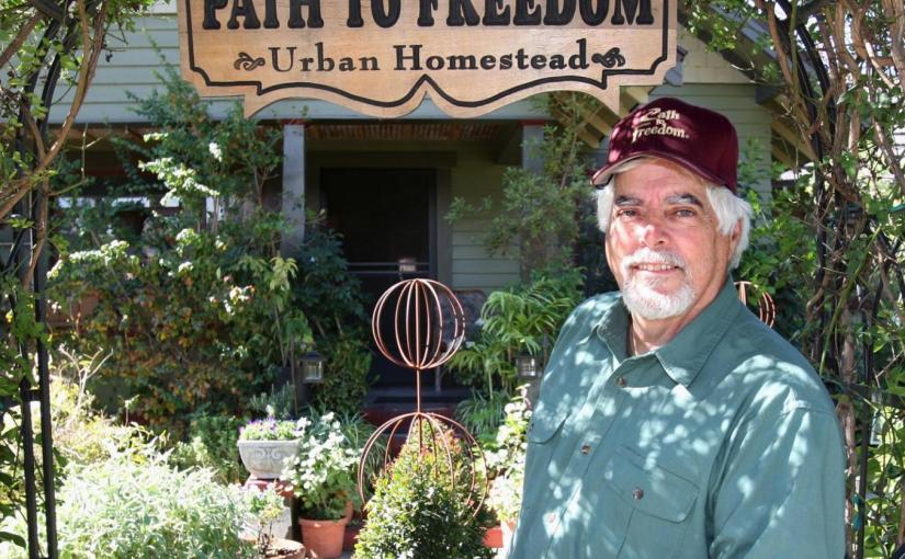 Dieser kalifornische Stadtfarmer hat 20.000 US-Dollar jährlich mit Gemüse aus dem Gartenverdient