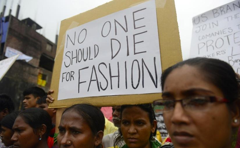 Kampagne mit T-Shirt aus Bio-Stoffresten erinnert an Opfer von Fabrikeinsturz inBangladesch