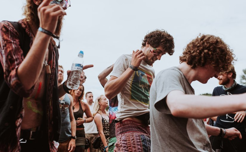Partikel töten Wildtiere: Mehr als 60 britische Musikfestivals verbannen GlitzerMake-up