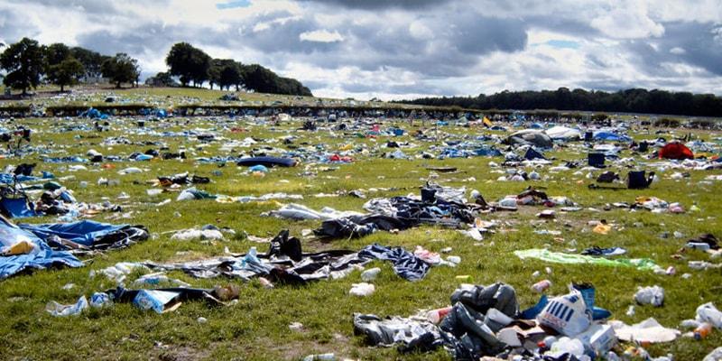 Zurückgelassener Müll auf dem Edinburgh Fringe Festival